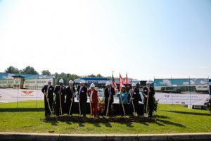 Groundbreaking with gold shovels at NFA Anniston, Alabama (CNW Group/New Flyer Industries Inc.)